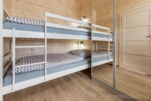 Apartament w domku drewnianym_sypialnia